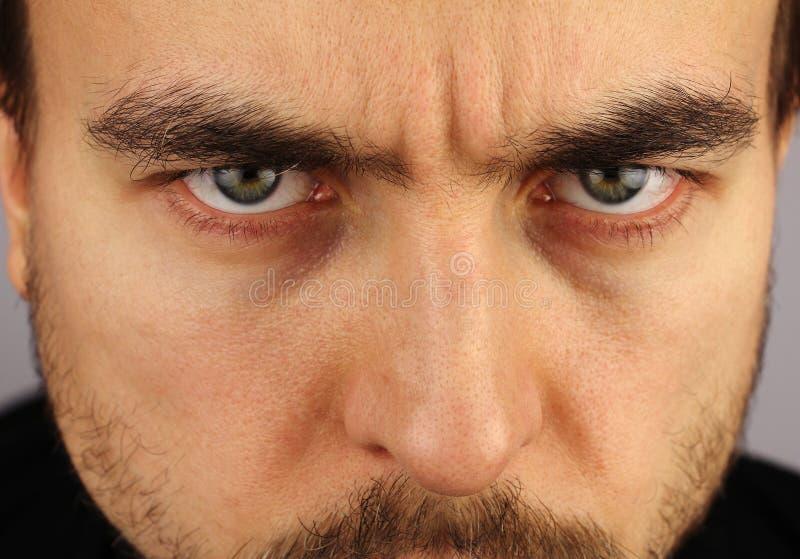 Портрет человека, угрожающий взгляд, крупный план стоковые фотографии rf