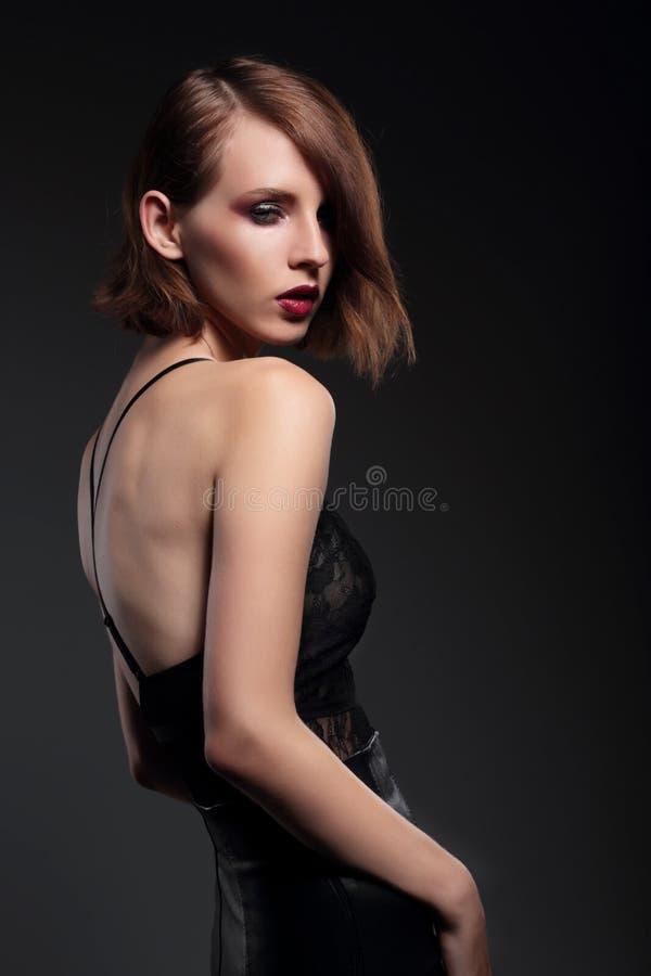 Портрет чувственной модели женщины стоковое изображение