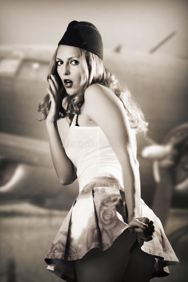 Портрет штыря вверх по stewardess девушки сексуальный   стоковая фотография rf