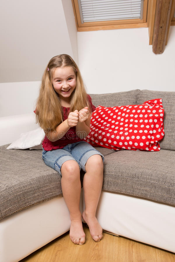 Портрет excited маленькой девочки стоковое фото rf