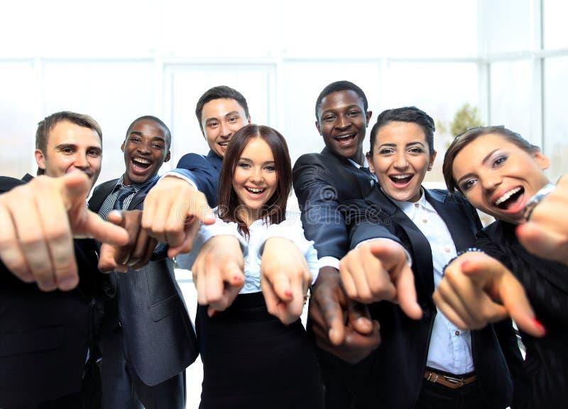 Портрет excited молодых бизнесменов стоковое изображение rf
