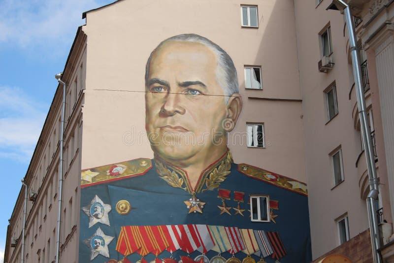 Портрет Georgy Zhukov на доме Arbat стоковые фотографии rf