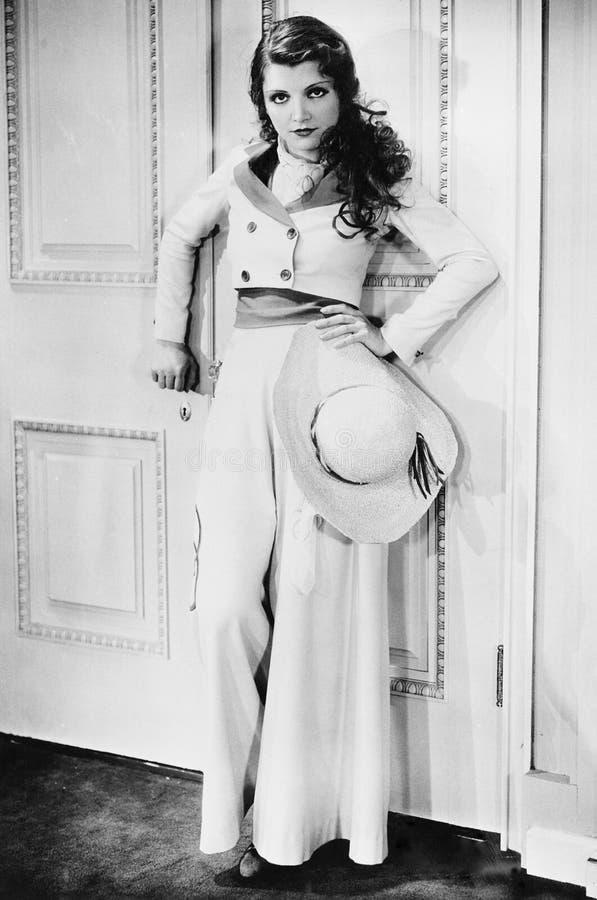 Портрет glamourous женщины (все показанные люди более длинные живущие и никакое имущество не существует Гарантии поставщика что т стоковое фото