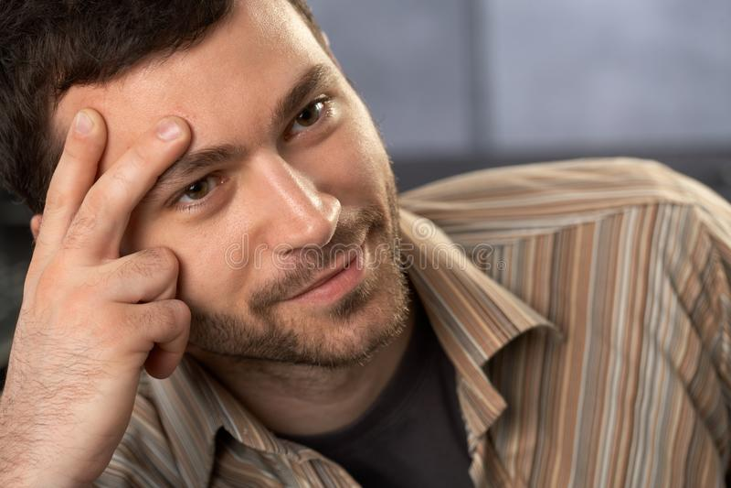 портрет goodlooking человека стоковое изображение rf