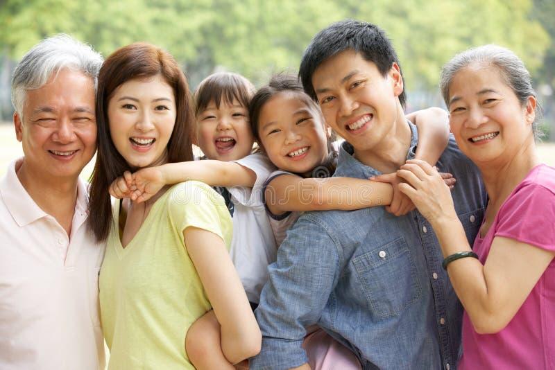 Портрет Multi-Generation китайской семьи