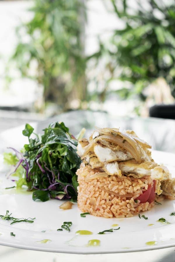 Португальские рыбы в соусе Escabeche с едой риса томата традиционной изысканной стоковые изображения rf