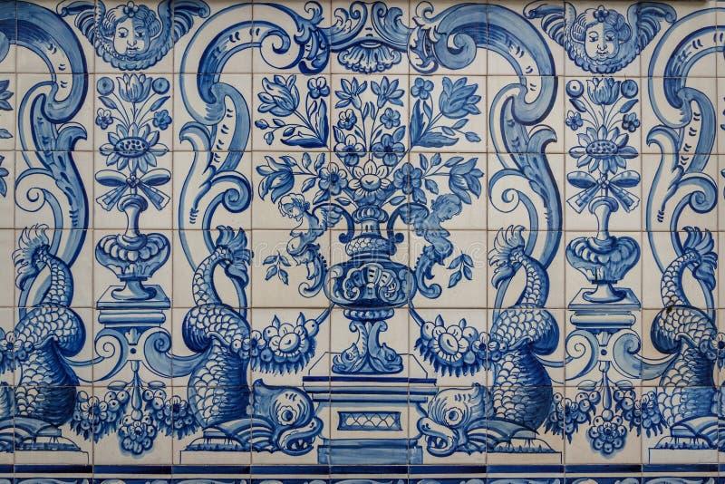 Португальские декоративные плитки в старом доме стоковые фотографии rf