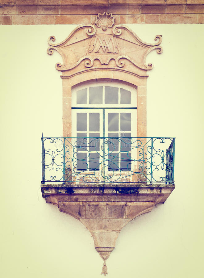 Download Португальское окно стоковое изображение. изображение насчитывающей восстанавливано - 41654947
