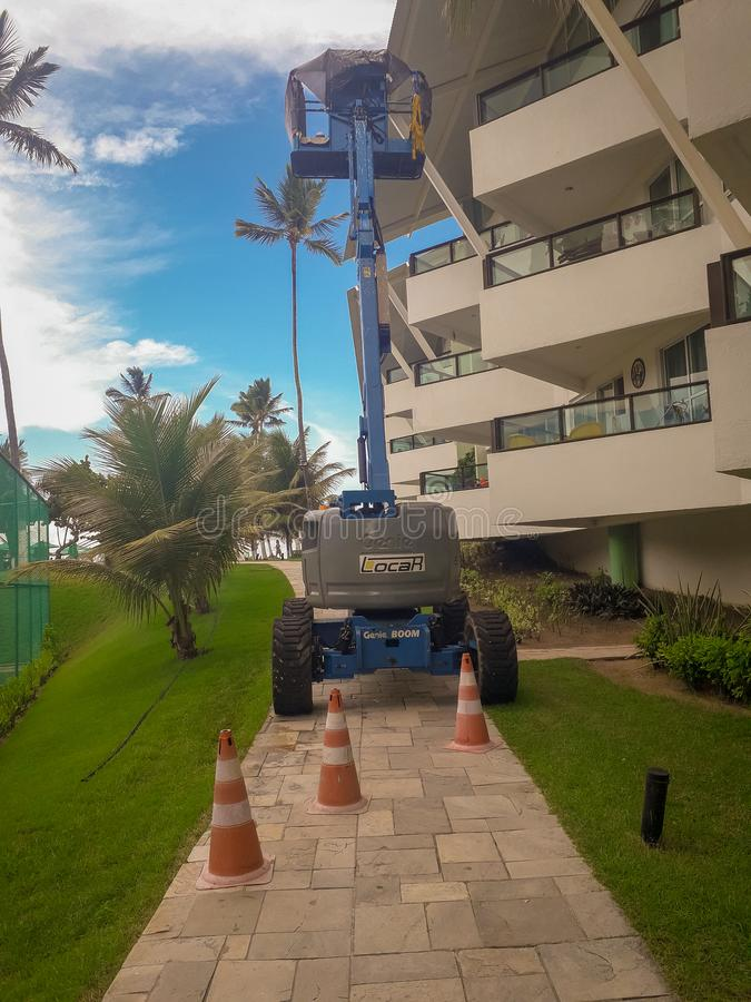 Порту de Galinhas, Бразилия, 16-ое марта 2019 - голубой подъем платформы в парк плоского курорта, Бразилии стоковые изображения rf