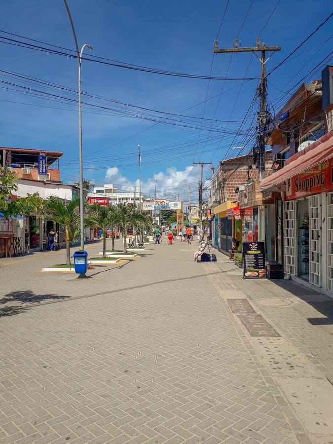 Порту Galinhas, Pernambuco, Бразилия, 16,2019 -го март: Люди на солнечный день на пляже Порту Galinhas, людей наслаждаясь солнцем стоковое фото