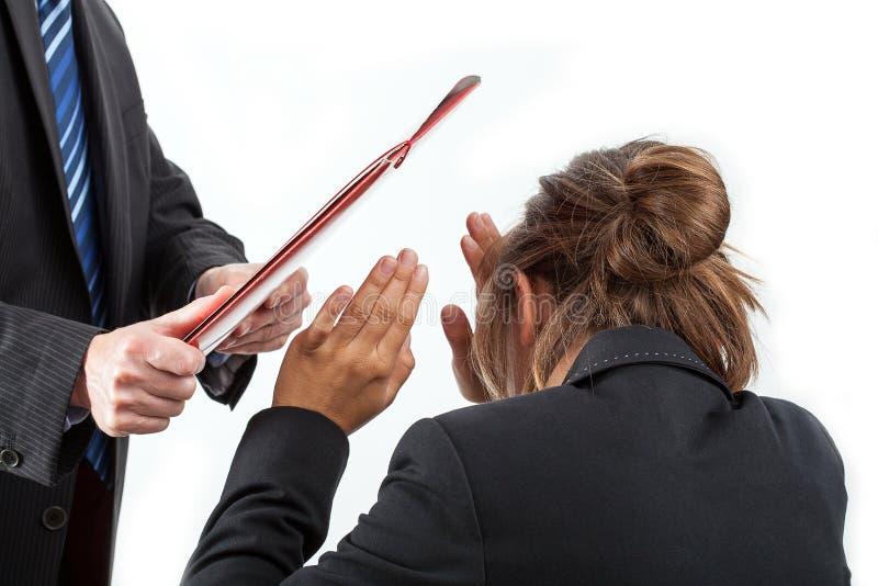 Портфель ударяя работника стоковые фото