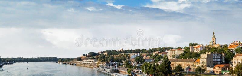 Порт Белграда туристский на Реке Сава с крепостью Kalemegdan и стоковое фото rf