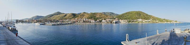 Порт взгляда Acciaroli панорамного стоковые изображения rf