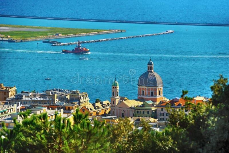 Порт Генуи от Pegli выше, Лигурия, Италия стоковое изображение