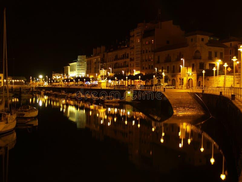 порт ночи gijon стоковое изображение rf