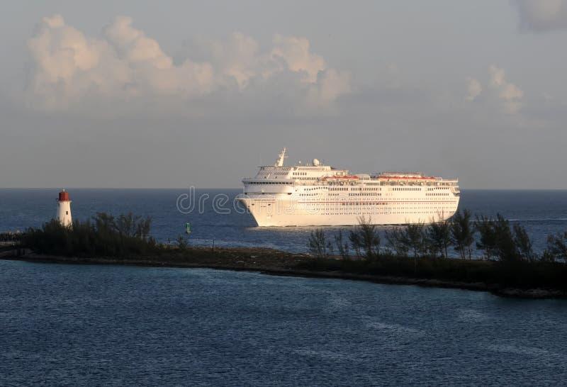 Порт океанского лайнера вводя стоковая фотография rf