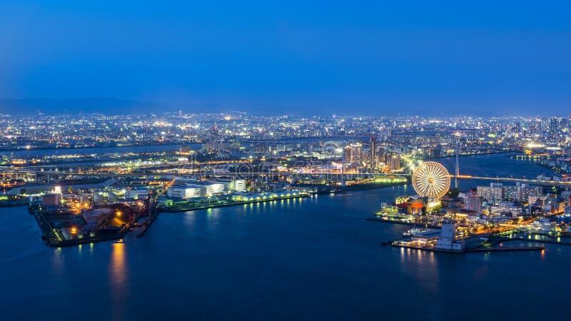 Порт Осака, взгляда ночи залива Осака в сумерк, destin перемещения стоковые фотографии rf