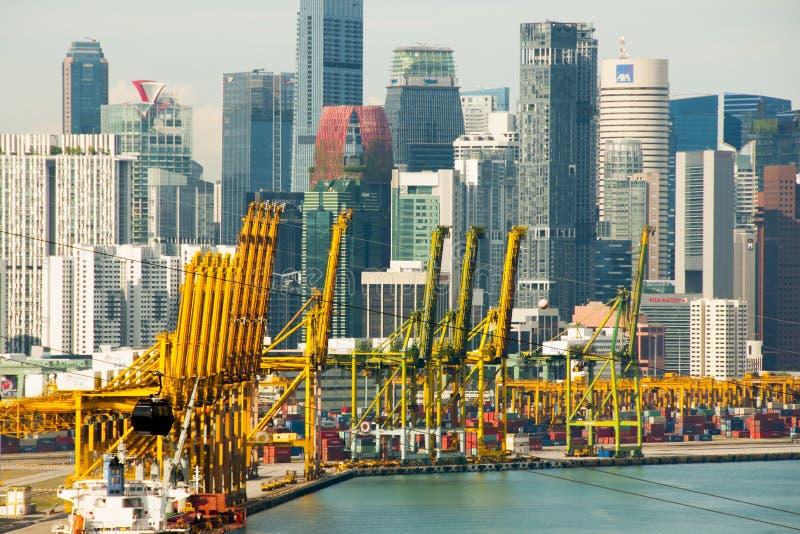 Порт Сингапура & своего горизонта города стоковое изображение rf