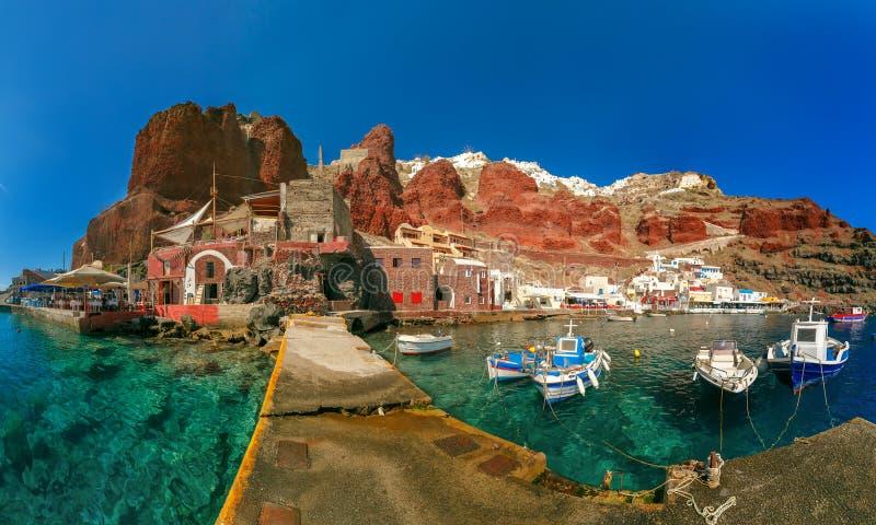 Порт Amoudi Oia или Ia, Santorini, Греции стоковые изображения rf