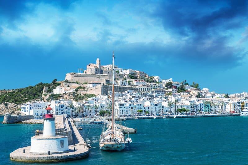 Порт Ibiza на красивый день согласовывать покрашенный зажим зоны балеарский greyed включает острова составляет карту вне территор стоковые фотографии rf
