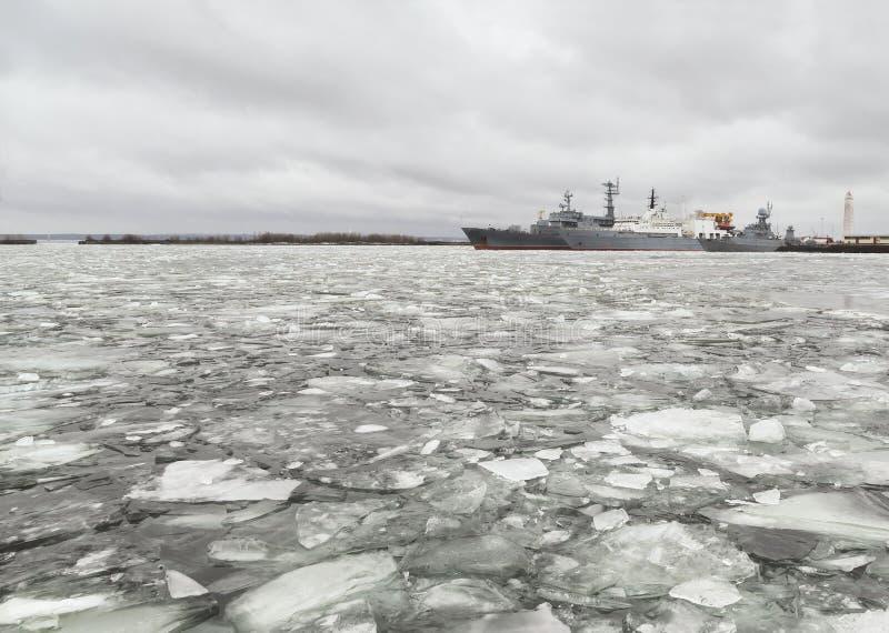 Порт Kronstadt прибалтийская эстония около somethere tallinn моря Россия стоковая фотография rf
