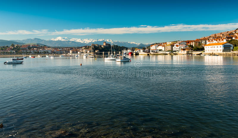 Порт San Vicente de Ла Barquera Сантандер Кантабрия Испания стоковое фото