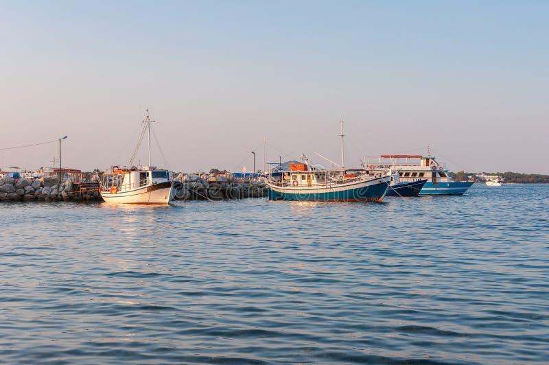 Порт Sostis ажио на заходе солнца стоковые изображения