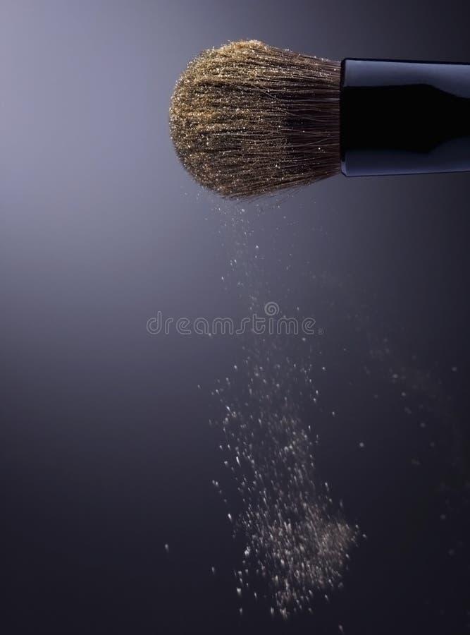 порывистый разливать состава золота eyesadow стоковая фотография rf