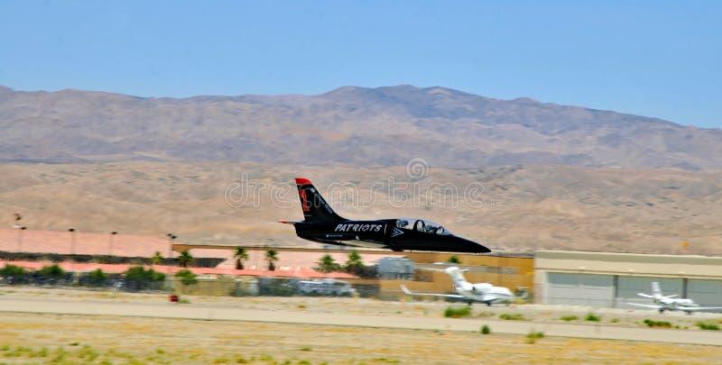 Посадка альбатроса патриотов L-39 в аэропорте Джеки Cochran стоковое изображение