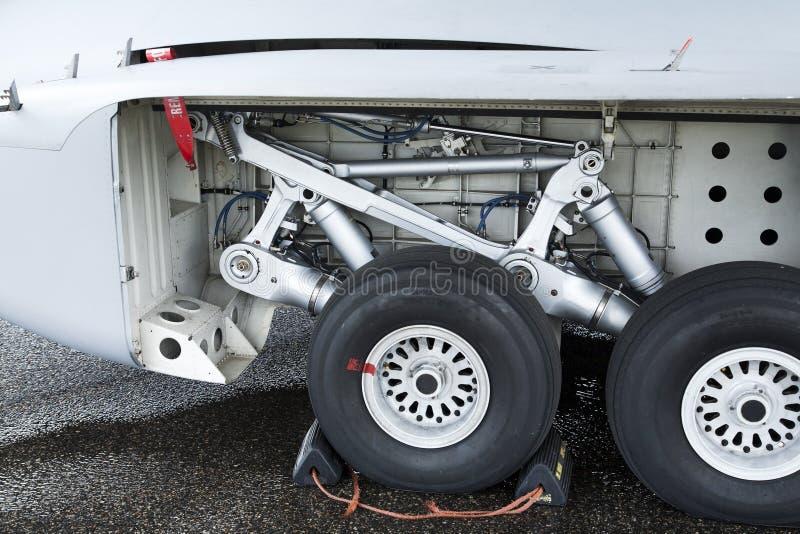 посадка двигателя шестерни самолета стоковое изображение