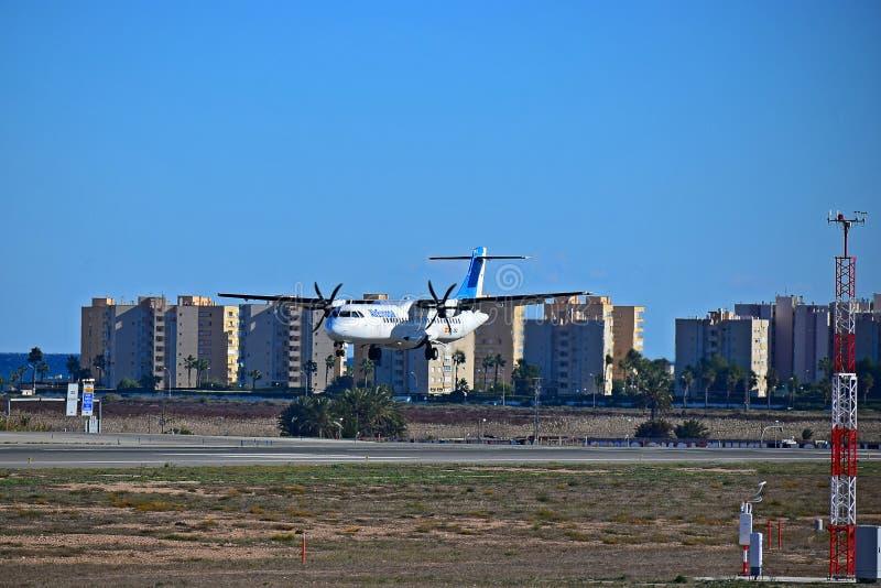 Посадка пассажирского самолета Air Europa на авиапорте Аликанте стоковое изображение