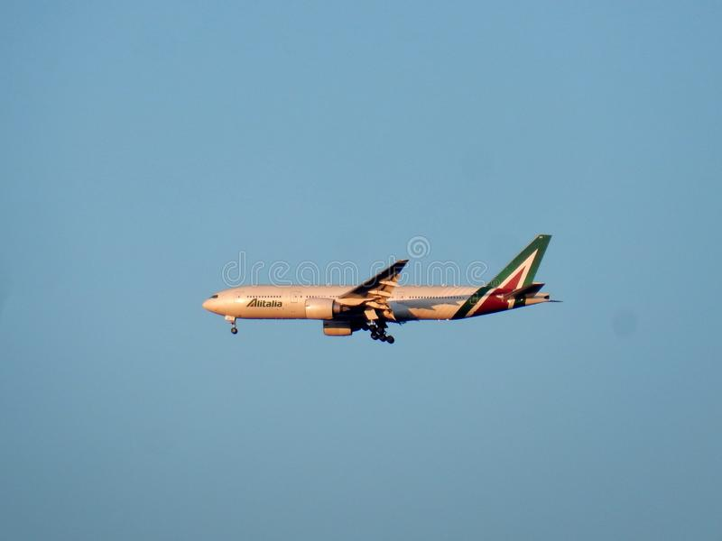 Посадка самолета Ostia - Алиталиа на Fiumicino стоковое изображение rf