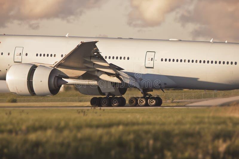 посадка шестерни самолета стоковые изображения