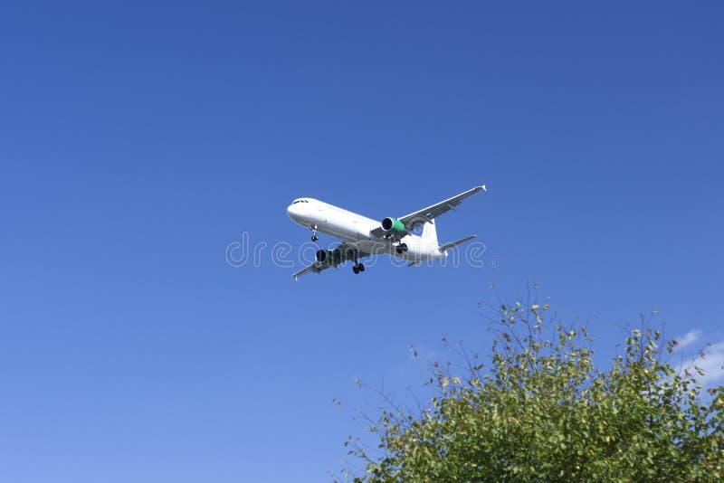 Посадка самолета в Бремене стоковое фото