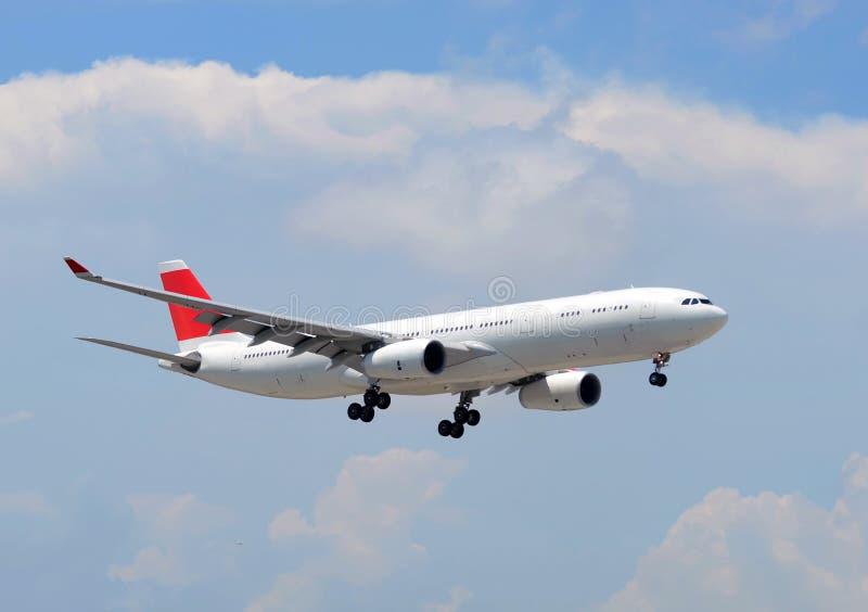 Посадка самолета пассажирского самолета стоковое изображение