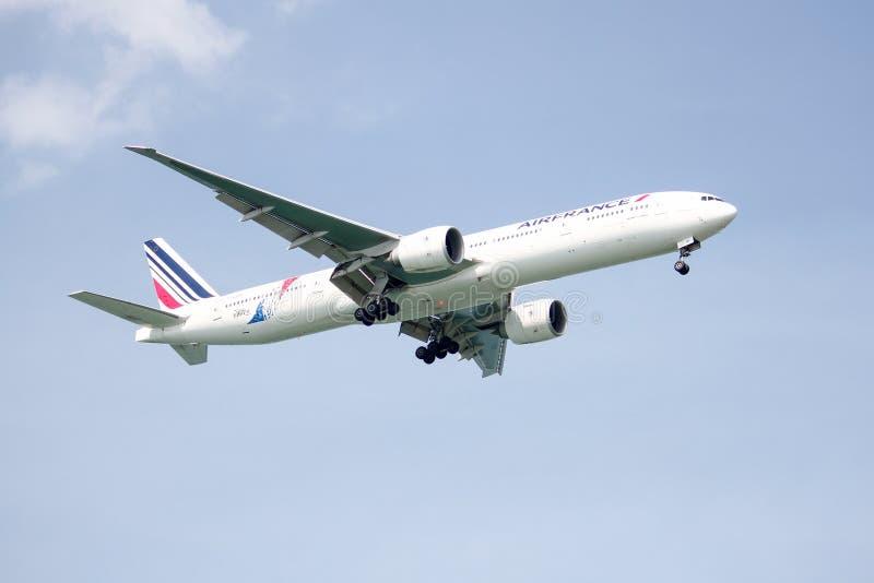 Посадка Air France Боинга 777-300ER стоковые изображения rf