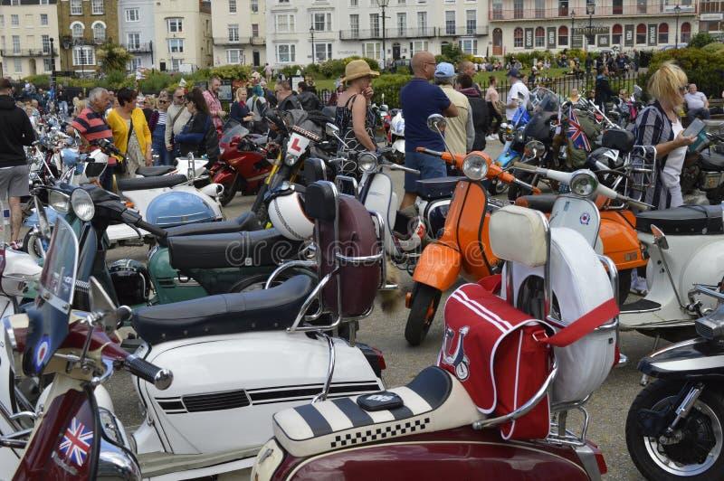 Посетители восхищают мотоциклы на езде велосипеда встряски Margate ежегодной стоковое изображение rf