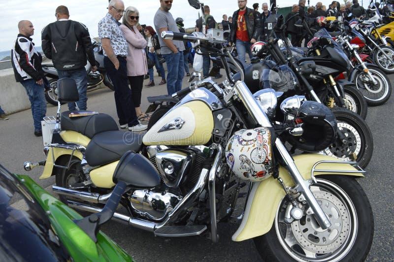 Посетители восхищают мотоциклы на езде велосипеда встряски Margate ежегодной стоковое фото