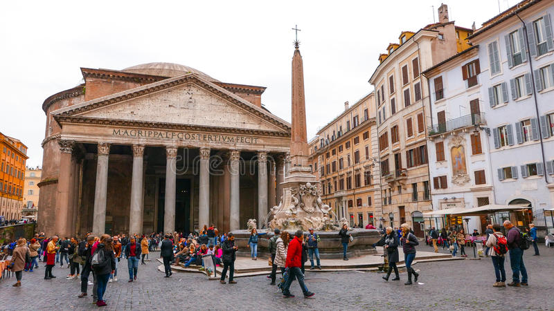 Download Посетители на пантеоне в Риме - важной туристической достопримечательности Редакционное Фотография - изображение насчитывающей sightseeing, roma: 81809057