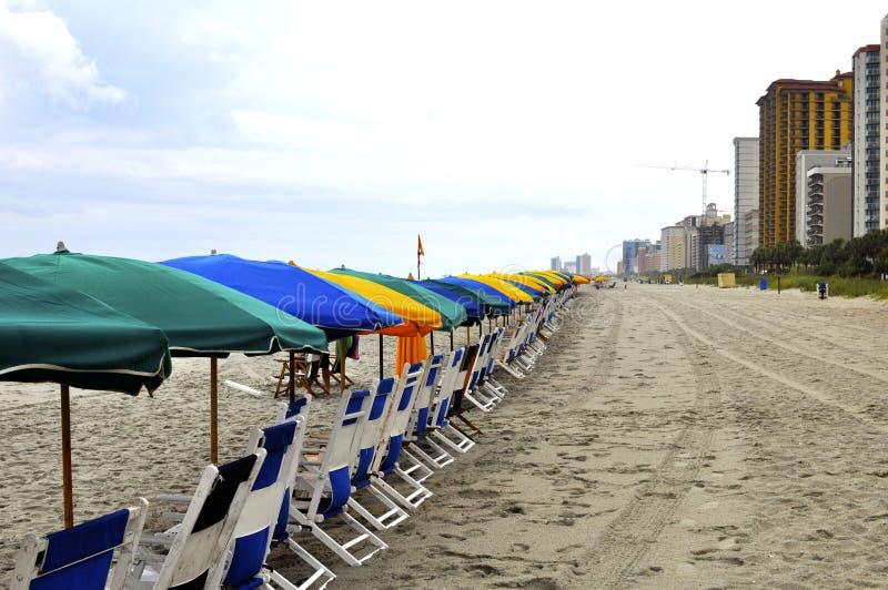 Посетители пляжа ждать стоковое изображение rf