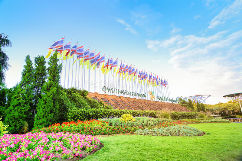 Посетители снимают на королевском павильоне и общественном парке в провинции Mai Chaing стоковая фотография