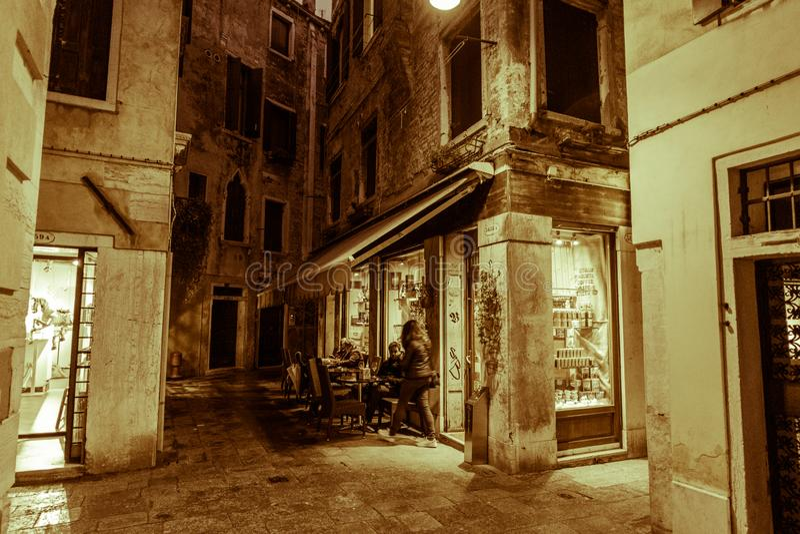 Посещение Венеции когда туристы нет там стоковое фото rf