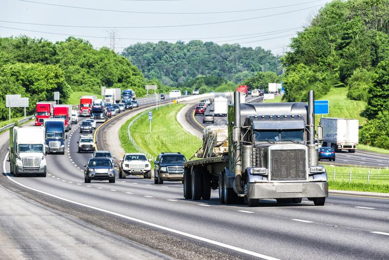Последнее движение весны на национальной дороге стоковые изображения