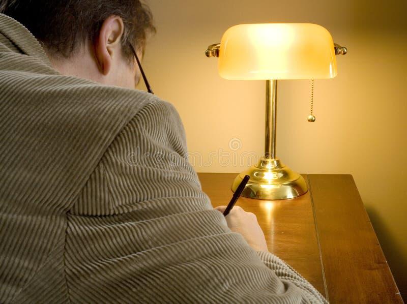 Download последнее работы ночи одного человека серьезные Стоковое Фото - изображение насчитывающей изучение, полночь: 1179972