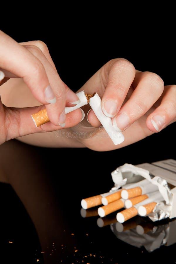 последнее сигареты стоковая фотография
