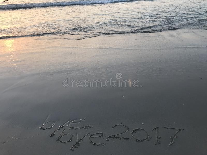 Последний восход солнца года 2017 на пляже стоковая фотография
