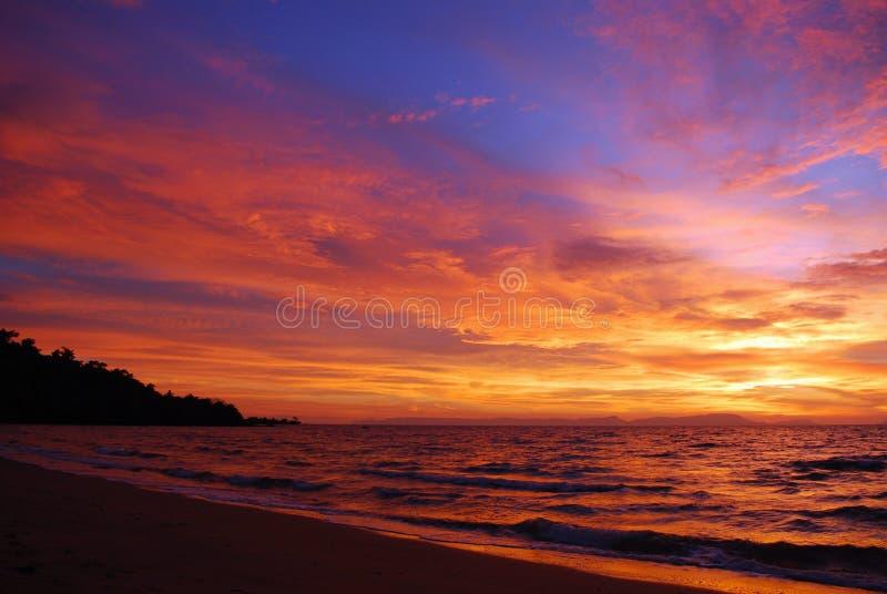 последний заход солнца pacific океана стоковое фото rf