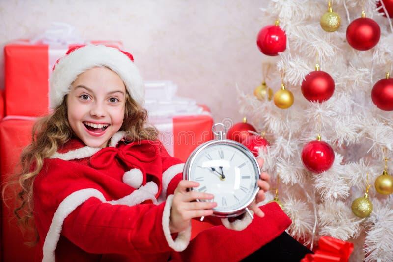 Последний новый план канун-года Счастливые Рождества Последняя минута до полуночи Ожидание чуда Новый год стоковые фотографии rf