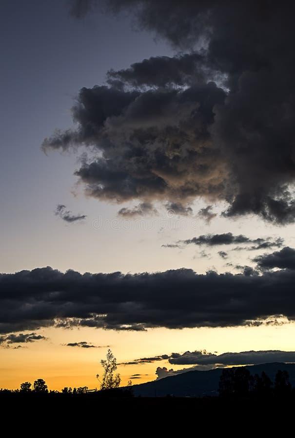 Последняя минута захода солнца на андийском плато стоковые фото