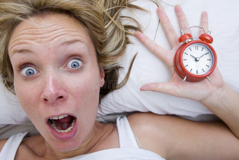 последняя поднимающая вверх просыпая женщина стоковое изображение